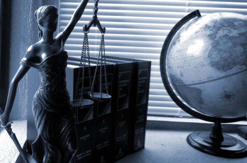 Rechtsanwältin / Rechtsanwalt